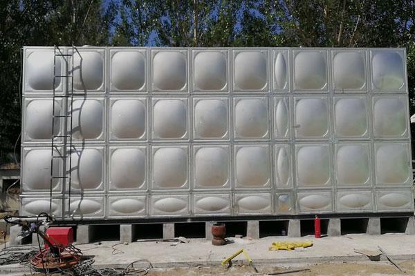 不銹(xiu)鋼保溫水箱