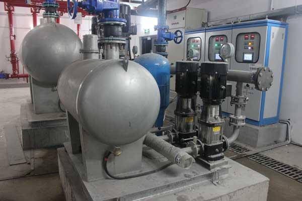 无负压供水设备是如何消除管网负压的?